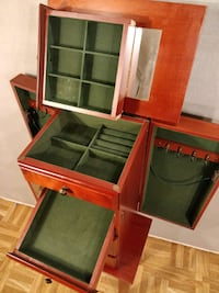 "Nice jewelery box in good condition. L [TL_HIDDEN] "" Annandale, 22003"