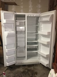 Kenmore 25 cubic ft side by side refrigerator with in-door icemaker Pasadena, 91106