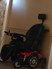 Black and red mobility scooter that reclines***cash only *** Lexington, 40505