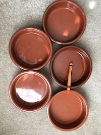 three brown wooden round bowls Mount Airy, 21771
