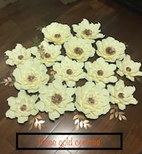 Cream colour with rose gold centres paper flowers.      Toronto, M9N
