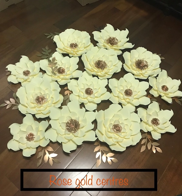 Cream colour with rose gold centres paper flowers.      f3436a02-aa21-4a4d-8f45-a4ba1ebd88b2