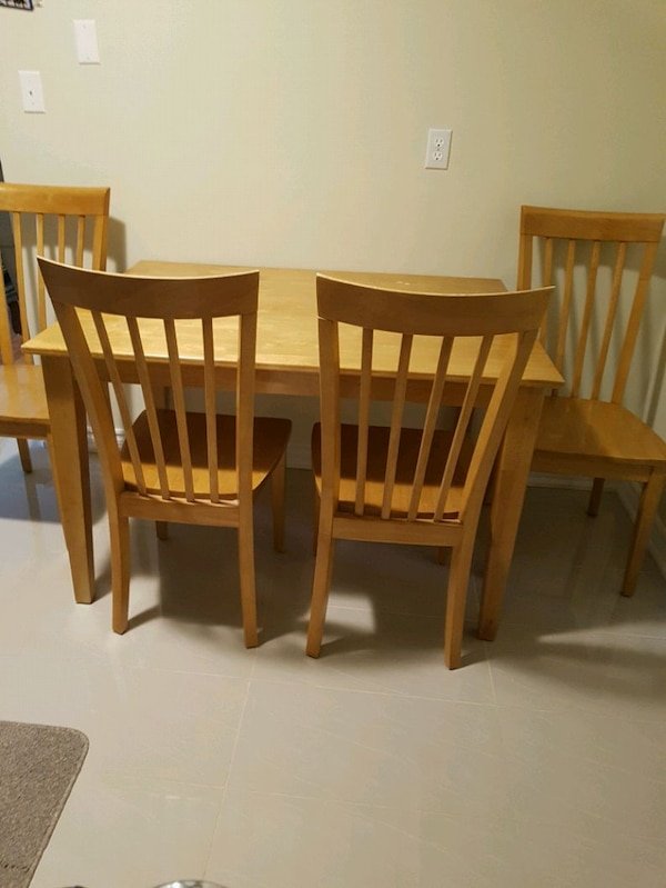 brown wooden dining table set a5717ed6-c026-4c87-b8f8-54010a955829