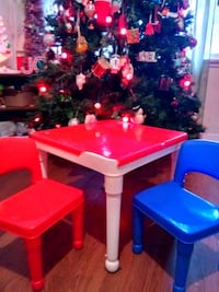 Kids table and chairs 2280 mi