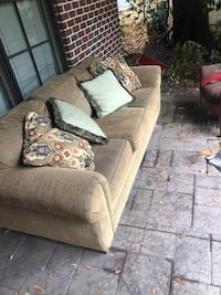 Very nice couch like new has also has a pull out bed Tuscaloosa, 35401