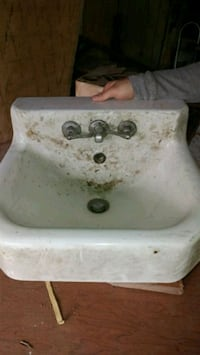 white ceramic sink with faucet Youngstown, 44512