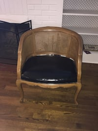Beautiful wood and leather seat chair Akron, 44313