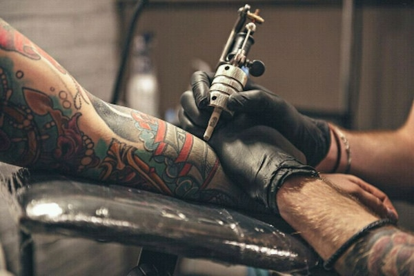 Tattooing 13c6d4ee-97d7-48c5-8c98-e9b0a2381ed3