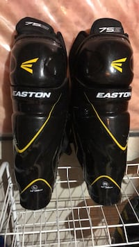 "Easton sr shin pads 14"" great shape only used twice  Georgetown, L7G 1X6"