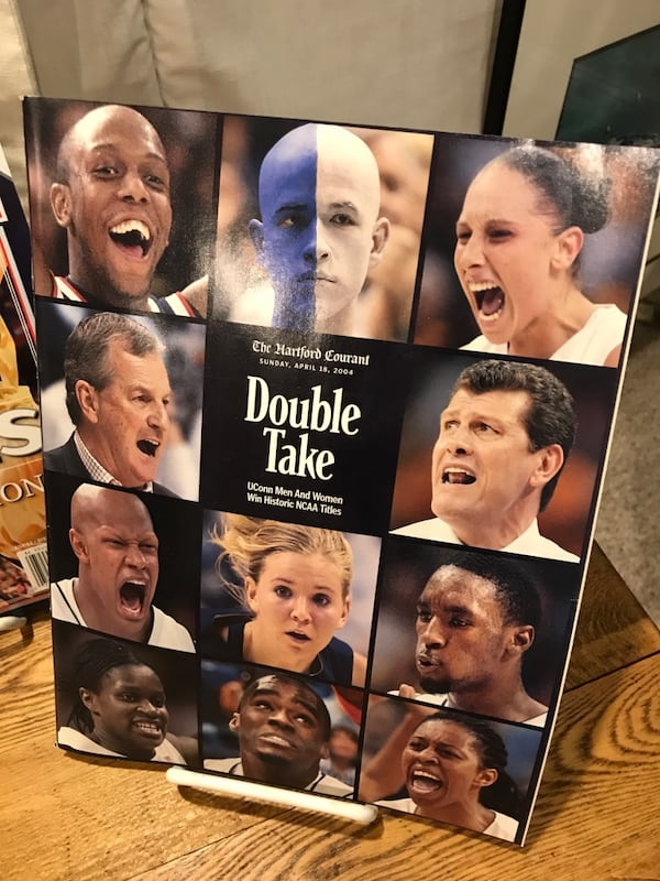 2004 UCONN Women's Basketball Guides a45487bf-b8a0-4149-9230-65160e022dcf
