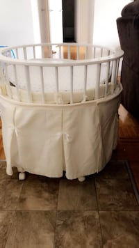 baby's white wooden bassinet Toronto, M4A 1W3