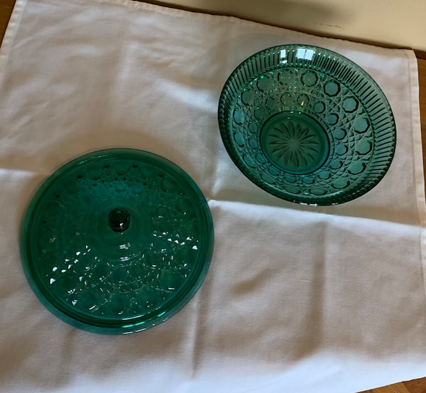 "7 1/2"" Vintage Green Glass Lidded Dish Octagon Ptrn NO chips 2f7560a1-91a9-4b8b-86e6-6915410ac0ee"