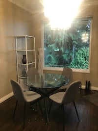 Glass dining table, like new!