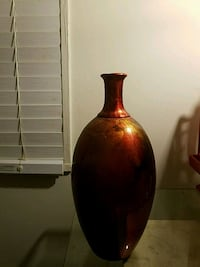 red and gold ceramic vase Washington, 20020