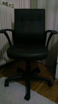 Leatherette office chair