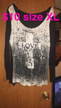 black and white love scoop-neck long-sleeved shirt Crossville, 38571