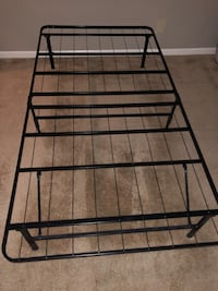 Bed frame (twin size) Fort Wayne, 46804