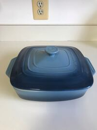 Le Creuset 9.5 inch covered square casserole dish 39 km
