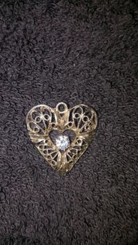 Necklace heart charm / delivery included  Reedley, 93654
