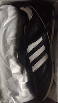 Adidas Kaiser brand new box and tags 558 km