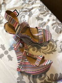 Multi colored wedges  Kent, 98030