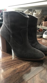 Pair of black suede booties Vancouver, V6Z