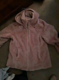 beautiful  reversible  pink fur with detachable  hood St. Catharines, L2M 4G1