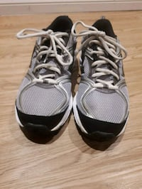 New balance running shoes (men)/ sz 7.5 US Pointe-Claire, H9R