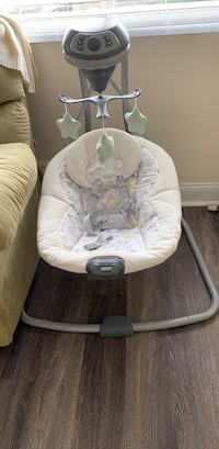 Battery operated baby swing  Falls Church, 22043