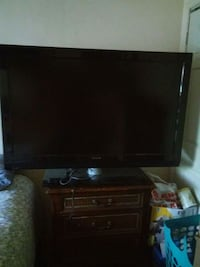black flat screen TV with remote Los Angeles, 91304