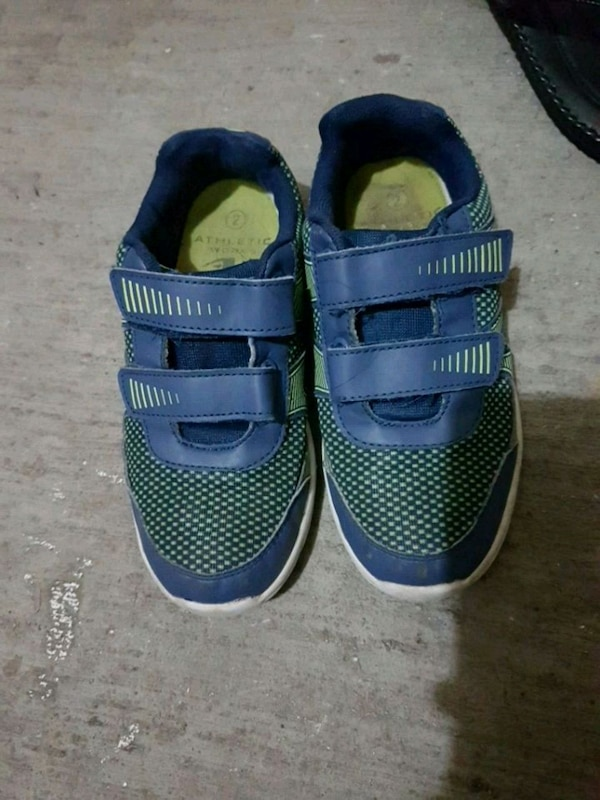 72ed6d9724e Used pair of blue-and-green Nike shoes for sale in Ottawa - letgo