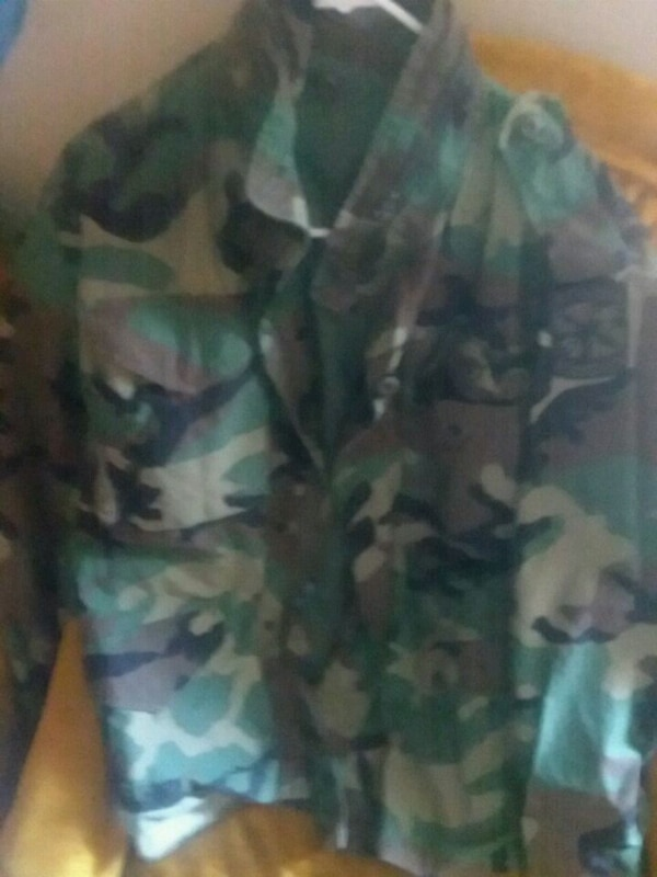4e9e5657e9233 Used green and black camouflage jacket for sale in Fort Worth - letgo