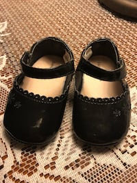 Size 2 black pat and leather shoes  Locust Grove, 22508