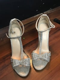 pair of silver-colored open-toe heels Lexington, 29073