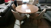 5 pc dinning table + chairs Mississauga, L4X 1R1