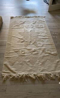 White star rug 7.5' long x 4.4 wide Chantilly, 20152