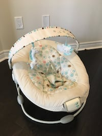 Baby's white and gray bouncer Ajax, L1Z 0P6