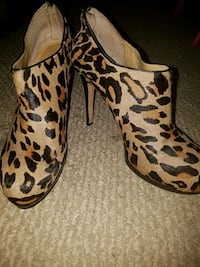 Nine West leopard booties  56 km