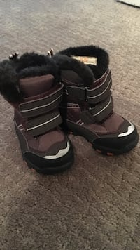 Size 4 toddler boots. Brand new