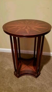 End table Alexandria, 22315