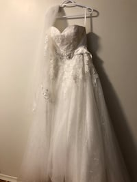 women's white floral spaghetti strap wedding dress Guelph, N1H 3M3