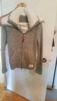 Great warm sweater style zip up coat  Toronto, M4M 2X5