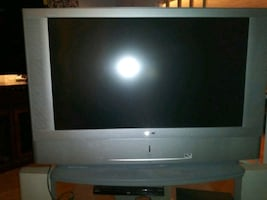 42 inch new working sony wega tv and 3 level stand free