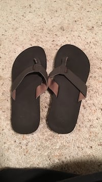 Pair of black-and-brown flip flops Centreville, 20120