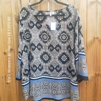 blue and white scoop-neck long-sleeved shirt 353 mi