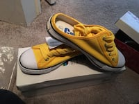 pair of yellow-and-white low top sneakers Surrey, V3R 6G7