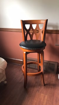 Swivel barstool excellent cond