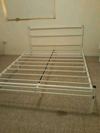 Queen bed frame ,perfect state,little used Miami, 33137