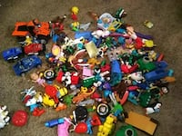 Lot of toys 100 plus El Paso, 79936
