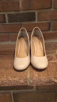 Pair of nude leather heels  Toronto, M2H 1C7